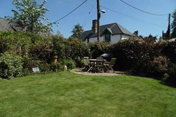 Large enclosed garden equipped with barbecue. Perfect for those nights dining al-fresco.