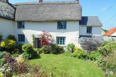 Town Farm House Sleeps 6 + 2 cots, 4.3 miles N of Okehampton.