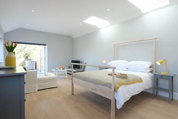 The annexe double bed.
