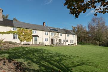 This stunning farmhouse has beautiful gardens and spectacular unspoilt panoramic views for miles.