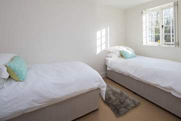 The twin room, bedroom 3, faces south and has lots of light.