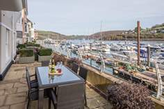5 Dart Marina Sleeps 4 + 2 cots, Dartmouth.