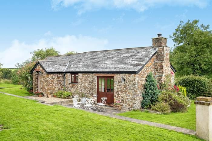 Rosamund Cottage,Sleeps 5 + 2 cots, 3.9 miles E of Bude