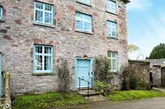 Yew Tree Cottage Sleeps 4 + 2 cots, 1.7 miles SE of Torpoint.