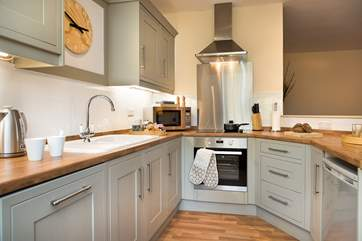 The modern kitchen area - with all you need to cook up some yummy holiday delights!