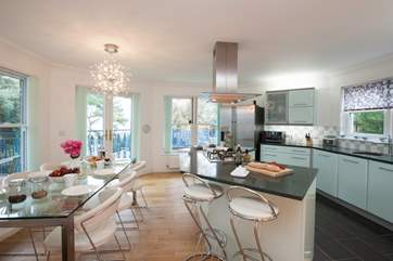 The light and spacious kitchen/dining-room makes for a very sociable space to plan your Island adventures.