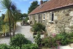 Lavender Barn - Holiday Cottage - 1.1 miles NE of Porthleven