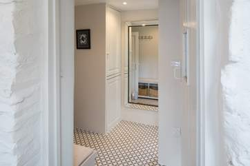 The hallway link provides a great space to store coats and boots.