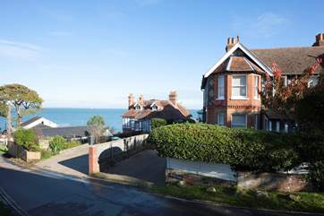 Nestled in the idyllic location of Seagrove Bay, within a few minutes of the sea front.