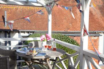 There is a barbecue to enjoy all together on your private decking.