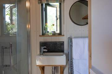 There is a stylish en suite shower-room.