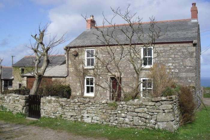 The Farmhouse,Sleeps 5 + cot, 9.1 miles W of St Ives