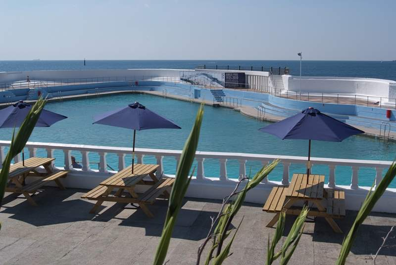 Penzance outdoor Jubilee swimming pool.
