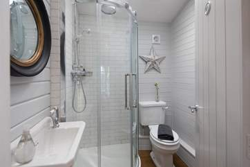 Stylish en suite for bedroom 1, with rainfall shower head.