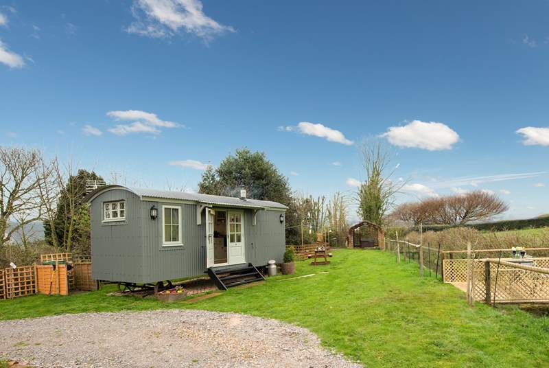 Duck's Puddle Shepherd's Hut is right on the edge of the Quantock Hills Area of Outstanding Natural Beauty in a private setting with a hot tub.