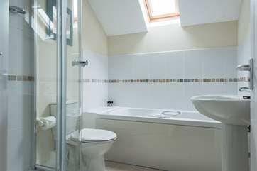 The en suite has both a bath and shower cubicle.