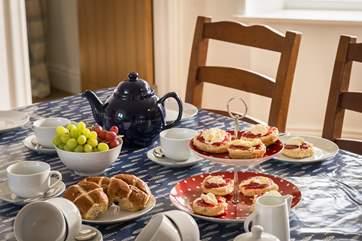 Gather round for a Cornish cream tea!