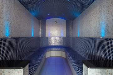 The spa has this lovely steam-room with atmospheric lighting.