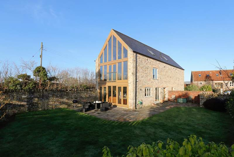 Hayloft is a striking top quality property on the edge of Wellesley Park, with a very high degree of privacy. The spa is just a two minute stroll away on the other side of the site.