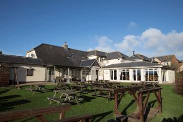Enjoy a lunchtime at the local pub with a great beer garden.