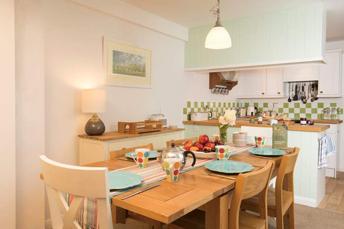 Little Bramley,Sleeps 6 + 2 cots, Seaview