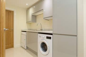 The utility-room is on the ground floor - very useful so that you do not have to have the washing machine in the kitchen.