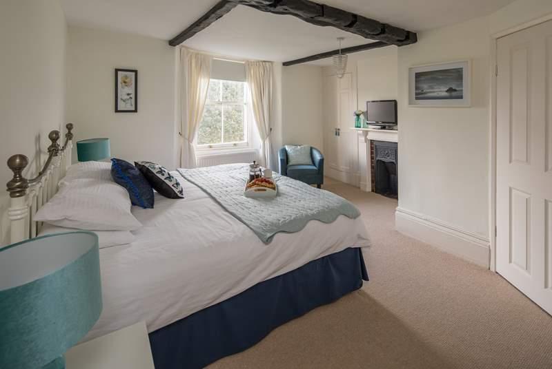 Master bedroom boasts amazing sea views, a TV and an en suite.