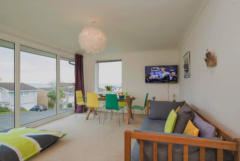 The fabulous sitting-room with dining-area has uninterrupted views of the sea, so sit back and enjoy.