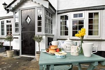 Make the most of the Cornish sunshine sat out in the courtyard, enjoy a barbecue on balmy evenings or a Cornish cream tea!
