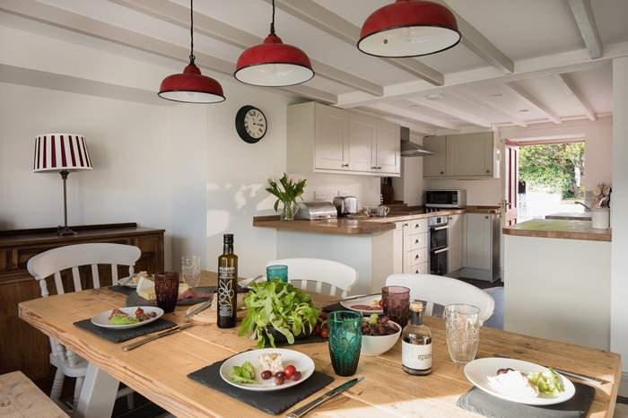 Red Cottage,Sleeps 6 + cot, 1.7 miles N of St Mawes