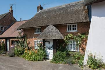 Situated on a quiet square, in the village of Puddletown, Beehive Cottage is opposite St Mary's Church.