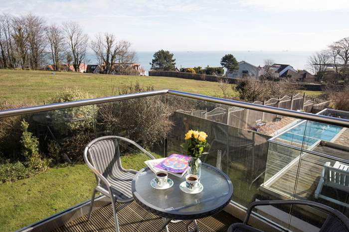 61 Solent View,Sleeps 8 + 2 cots, Seaview