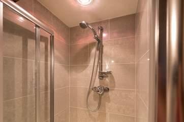 The en suite shower in this room.