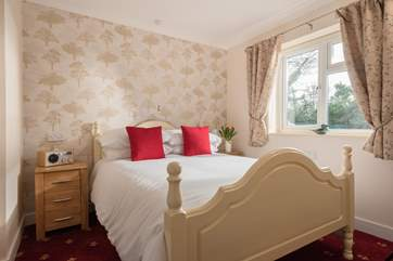 The pretty double bedroom at Little Meadowside.