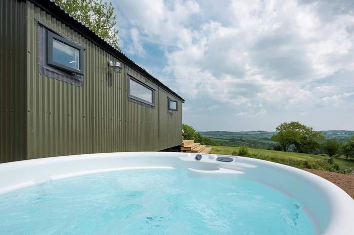 The Witch's Wagon at Warleggan,Sleeps 4 + cot, 6.5 miles NE of Lostwithiel