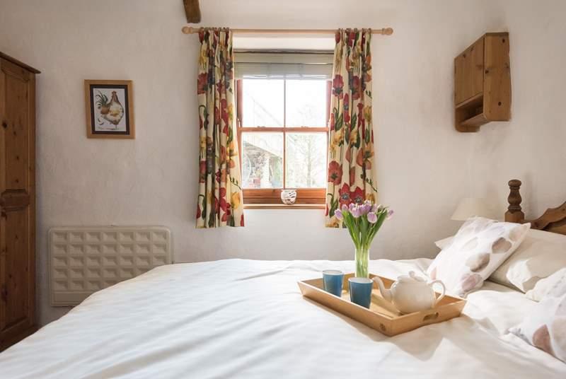 A lovely light bedroom.