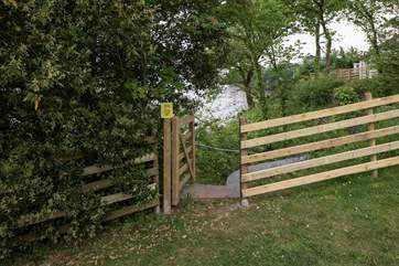 You even have your own private access to the beach below. Please take care when accessing this area, and please ensure that children are not left unaccompanied to access this pathway.