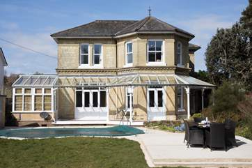 The Holly is an impressive three bedroom Victorian house with outdoor swimming pool