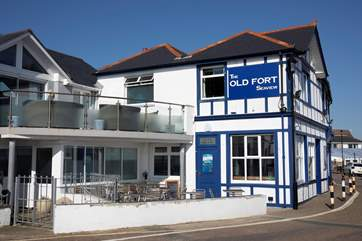 Local pub, The Old Fort situated on the Esplanade offers great food and spectacular views out to sea.