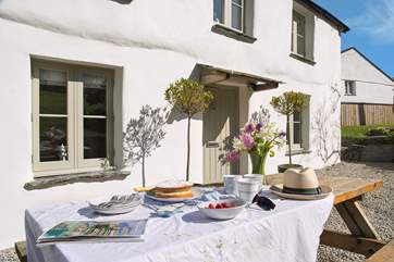 Make the most of the Cornish sunshine and enjoy mealtimes outside.