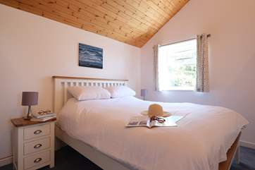 The bedroom has a 5ft king-size double bed.