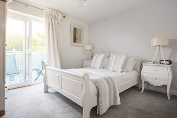 The master bedroom, tres chic!