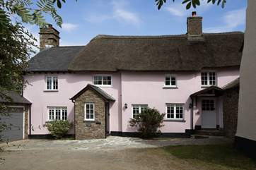 Plovers Barron is a spacious listed 17th Century village cottage with plenty of character alongside an excellent contemporary make-over, and a large enclosed garden.