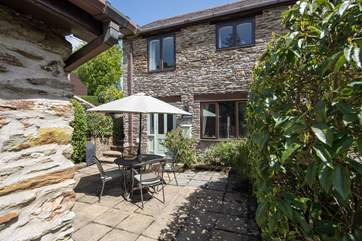 Jays Cottage is such a pretty sight. With its private courtyard, this delightful cottage makes for the perfect holiday cottage.