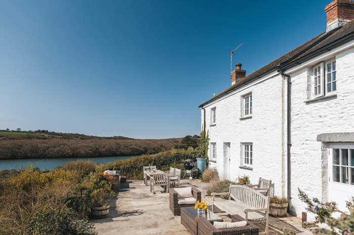 White Cottage,Sleeps 6 + cot, 5.5 miles SW of Falmouth