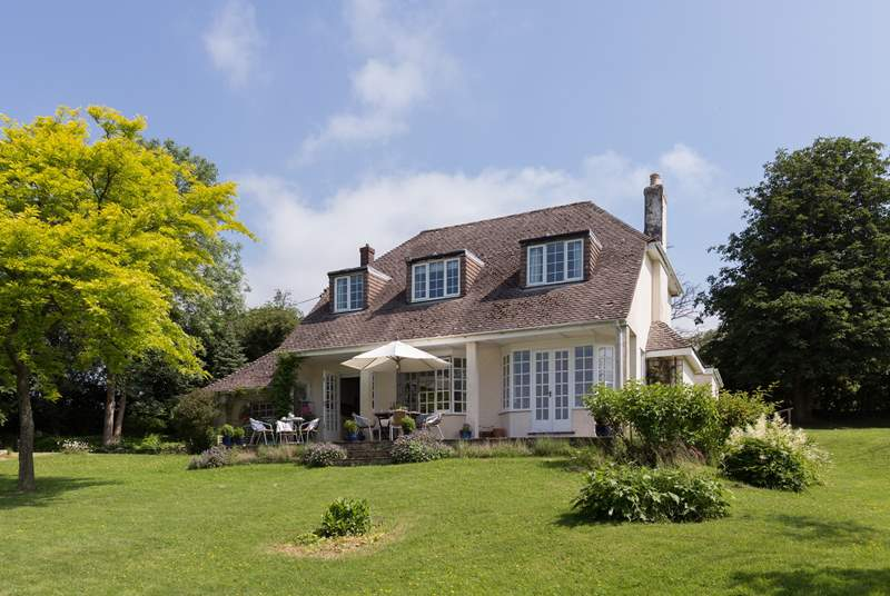 Yew Tree Batch is a wonderful detached house, set in the most beautiful gardens and with panoramic views.