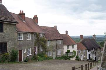 Gold Hill at Shaftesbury is a hilltop market town on the Dorset border dating back to Saxon times.