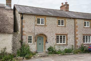Ivy Cottage is just delightful, situated in the village of Cattistock, with fabulous walks from the door in this Area of Outstanding Natural Beauty.