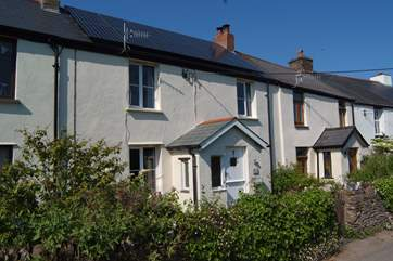 Lovely Easter Cottage is in the middle of a small terrace of period cottages high above the coastline at Berrynarbour.