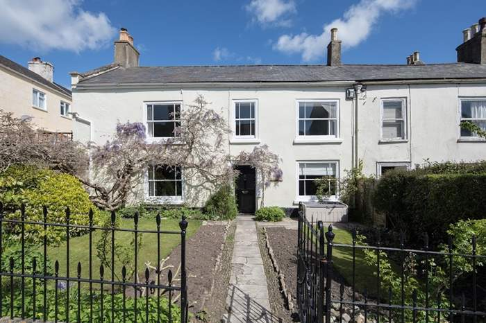 The Old Manor House,Sleeps 10 + 2 cots, 1.5 miles NE of Lyme Regis
